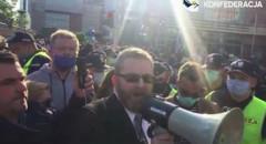 Grzegorz Braun chroni protestujących przedsiębiorców przed policją!