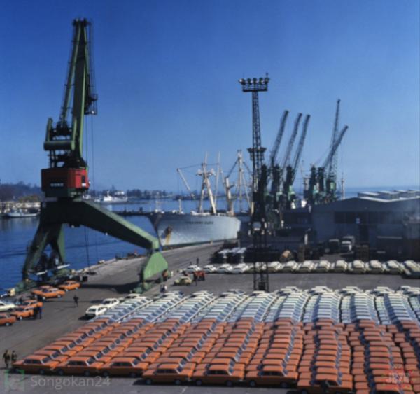 Port w Gdyni, 1985 - eksport wytworów polskiego przemysłu motoryzacyjnego